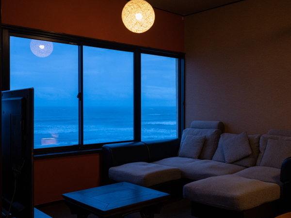ソファのある客室もございます、海を眺めながらリラックス♪