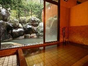 ○内湯から露天風呂にはすぐに出れます。(写真は男湯)