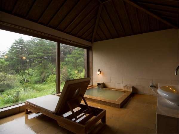 特別室別館 BEKKAN 専用の内風呂があり、窓を開けると半露天風呂としてご利用頂けます