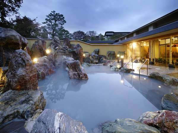 四季折々の風情漂う庭園大露天風呂