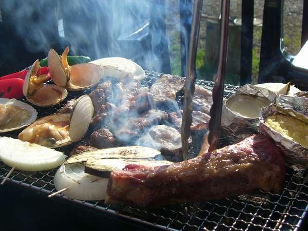 当宿人気のバーベキュー♪オホーツク産の魚介類や知床麦王豚など地元食材満載♪