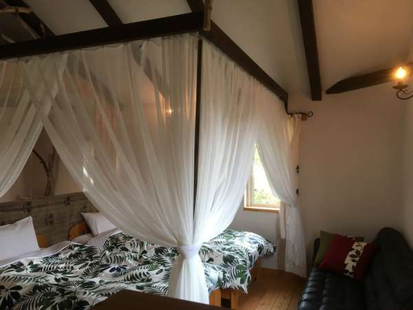 【Bタイプヴィラ】夢の天蓋ベッドルーム!カップル・夫婦に大人気です♪壁はエコ建材の珪藻土!