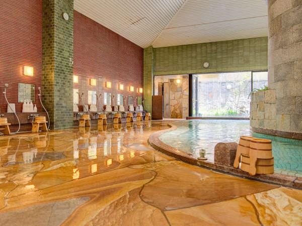 開放感ある広々とした大浴場の他に露天風呂やサウナがございます。ゆっくりおくつろぎください。