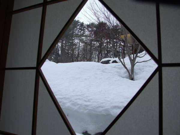 障子から雪景色