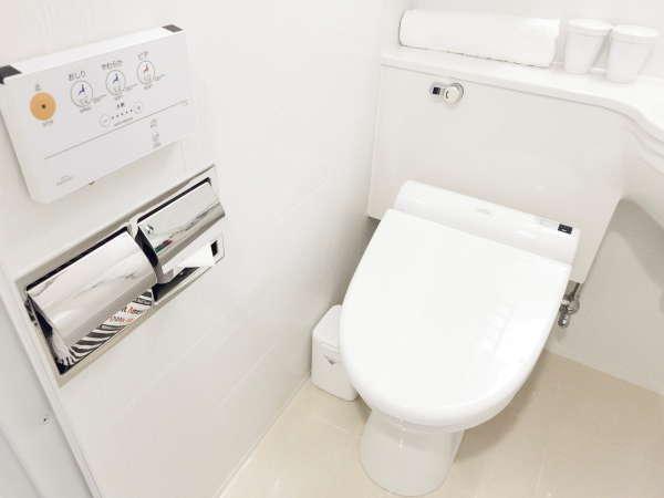 全客室、温水洗浄便座を導入しております。壁に設置しているリモコンにて、機能を選択してご利用下さいませ