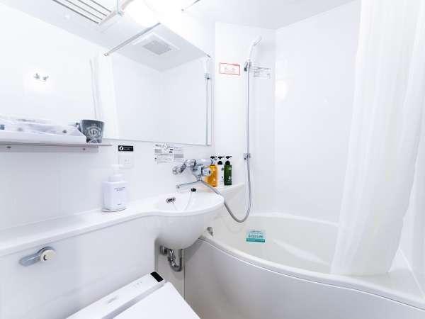 通常の浴槽より約20%の節水かつゆったり入浴できるアパホテルオリジナルユニットバス。