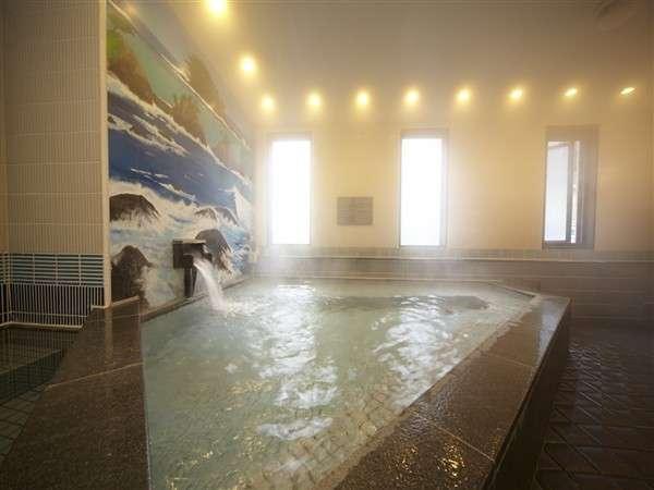◆男性専用大浴場 手足を伸ばして入浴できる大浴場があるのも魅力。