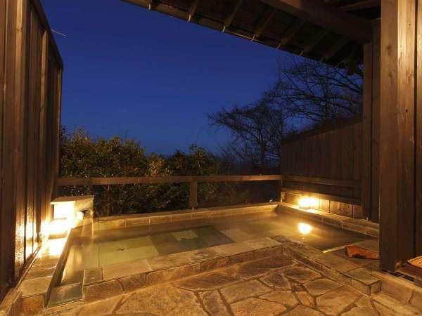 貸切露天風呂。海と空と森の緑。贅沢な時間です!