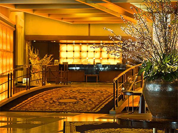 エントランス→フロントの途中にはTSUBAKI名物の太鼓橋があり、ご到着のお客様を非日常空間へと誘います。