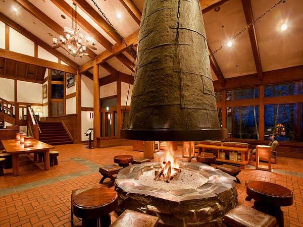 *当館シンボルの暖炉。優しく、静かに揺らめく炎に落ち着く。