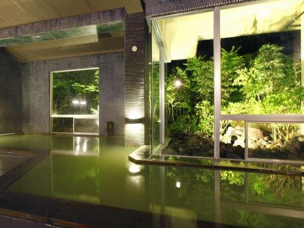 【風呂】本物の温泉を愉しんでほしい…という思いから敢えて露天を作らず内湯のみです/男性風呂
