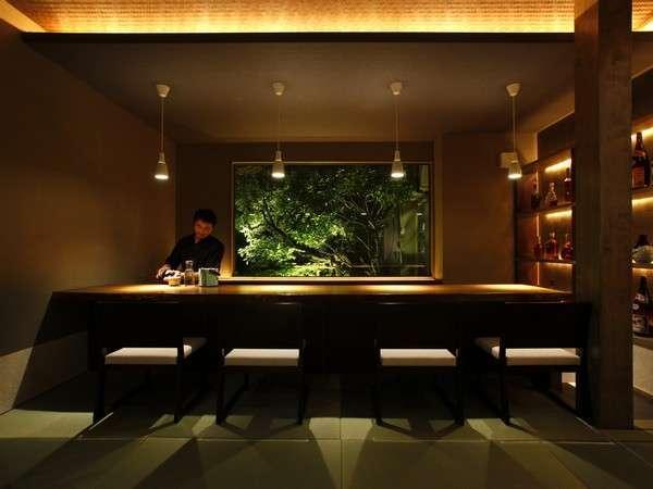 【ラウンジ・バー「灯火」】21:00からバー営業しております。それまではコーヒーなど無料でご提供