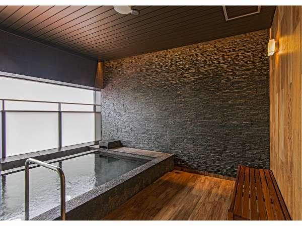 半露天風呂 旭川の風を感じながらご入浴戴けます