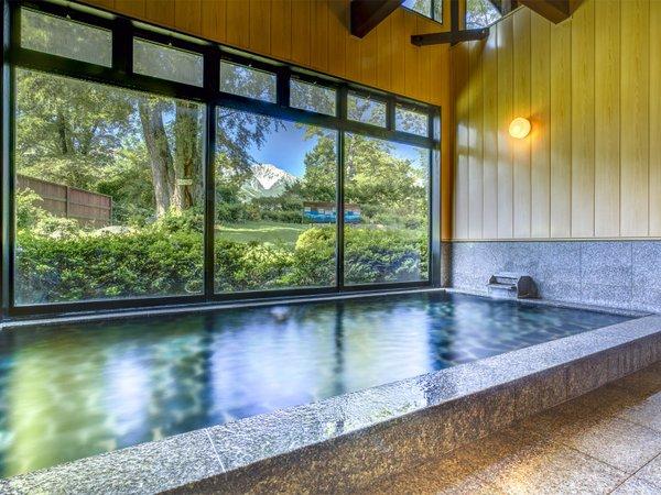 北アルプスが望める大浴場