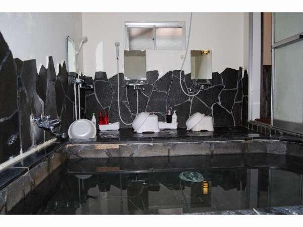 風呂場の1例です。この風呂は4~5人入れます。もう1つの風呂は1~2人用です。16