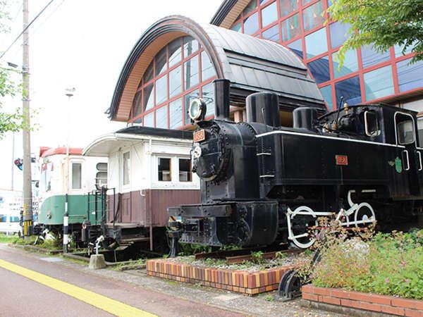 【外観】実際に使われていた汽車は大きな目印。当館まで迷わずたどり着けます。