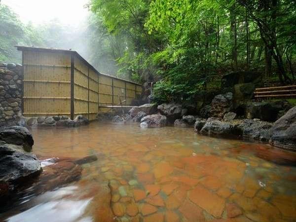 八幡平の四季を感じられる露天風呂♪ 松川国有林に源泉を持つ単純硫黄温泉です