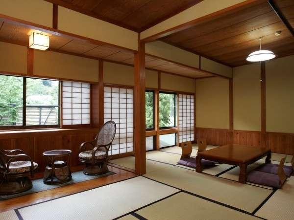 夕月の間 当館で一番広く人気の客室あり、食事処やお風呂場に近い客室