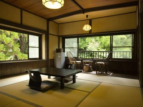 人気の高い川沿い角部屋一例 眺望が良い客室