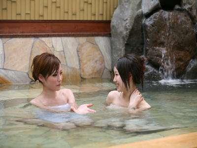 温泉でお肌ツルツル♪