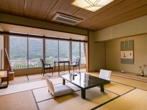 【川側和室】錦帯橋を望む人気のお部屋です。
