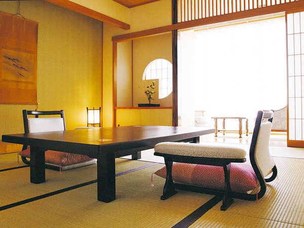 上品な仕上げの和室は10畳の広さで、シャワートイレ完備です。(一例)