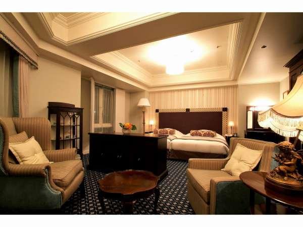 ラクジュアリールーム【52㎡】本格的な英国風アンティーク家具に囲まれて・・・