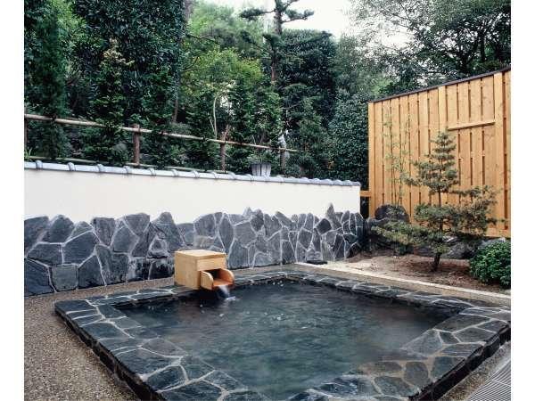 【女子露天風呂】瀬波の源泉は95度の高温泉、別名「熱の湯」と呼ばれています。