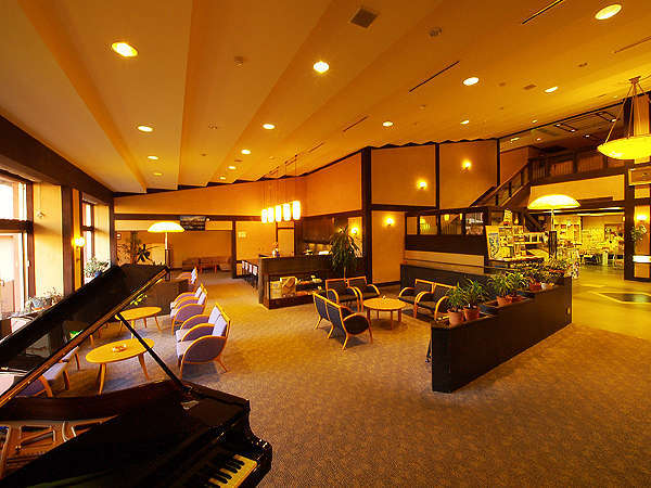 ピアノのあるラウンジは〔くつろぎ〕の場として誰でもご利用いただけます。
