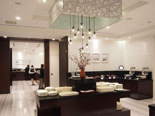 カフェ&レストラン「甘樫」(朝食会場)リノベーションオープン。朝の大切なお時間を優美にお寛ぎ下さい。