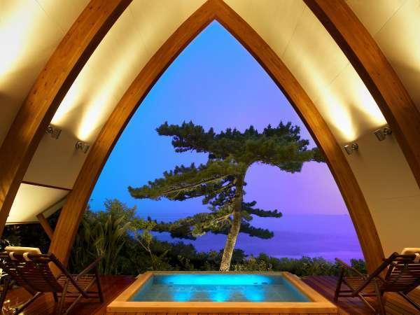 海一望の大パノラマが楽しめる貸切露天風呂[スパヴィラ] ※【PINE】と【BAMBOO】で幻想的な雰囲気を楽しむ