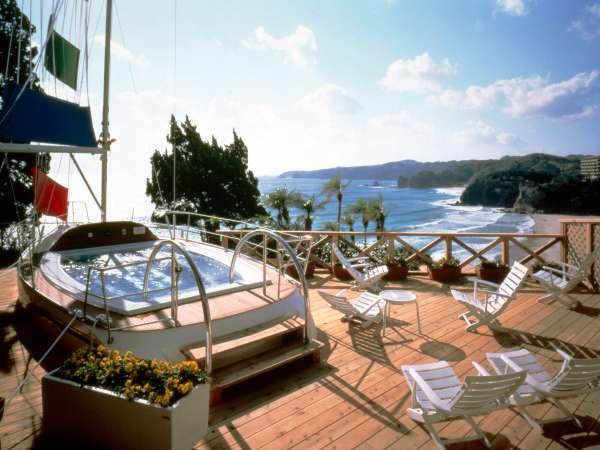 セーリングスパ「マーメイド」(洋風露天風呂) 本物のヨットを改造して作られた露天風呂
