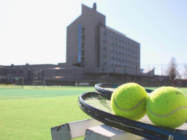 テニスコートは全3面。宿泊のお客様は無料です♪