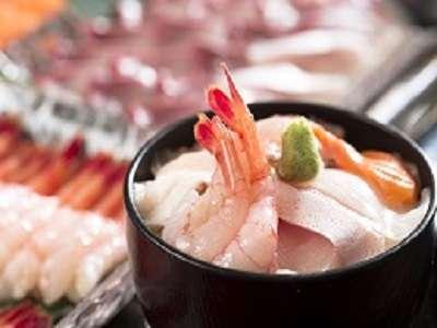 【クチコミ高評価の朝食】食人気メニュー!新鮮なお刺身を好きなだけ乗っけて作る海鮮丼!