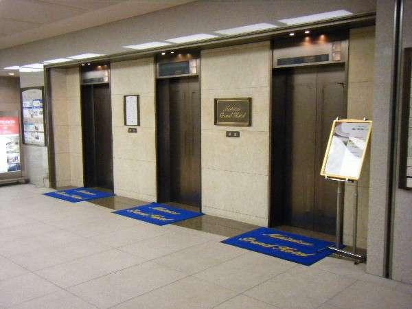 B1階◇名鉄・近鉄・地下鉄・名古屋駅から地下直結。雨にぬれる心配はございません