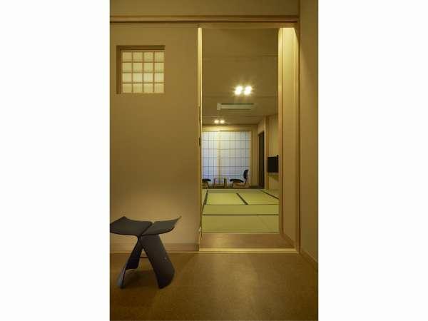 【グランコリドール和室】モダンな和室は天童木工の低座椅子など随所にこだわりが詰まっています。