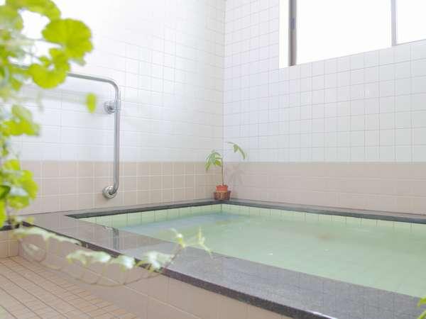 女性用の24時間入浴できる薬石風呂