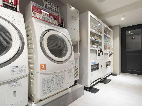 【4階ベンダールーム】コインランドリー全3台、製氷機、飲料の自動販売機を設置。