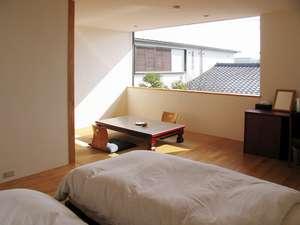 一番広い和洋室「浜撫子」広い窓