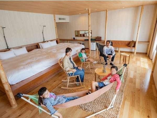 ◇グランルーム◇広々とした部屋にはワイドベッドやロッキングチェア、ハンモックが設けられています。