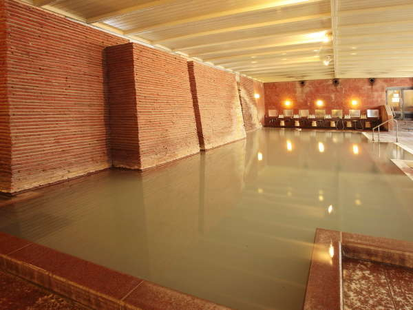 大浴場『石殿』  源泉は湯畑脇から湧出。100%掛け流しの『白旗』源泉。