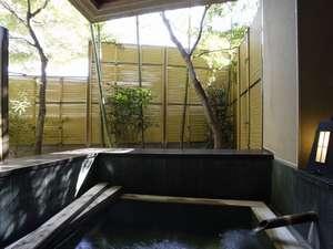 各部屋はそれぞれに露天風呂が備えられています