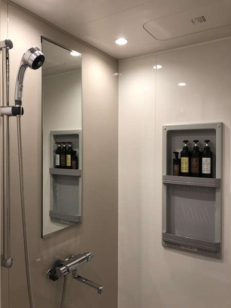 個室のシャワーブースは24時間利用可能