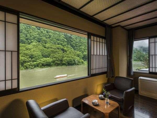 【全ての窓から最上川を望む絶景リバービューの宿】非日常を体感する休日をお過ごしいただけます。