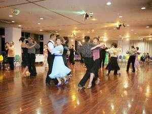 花景色名物「ダンスホール」120帖のホールでゆったり踊れる♪