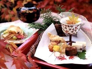 旬の素材を使用した、季節感溢れるお料理をお楽しみください。(秋のイメージ)