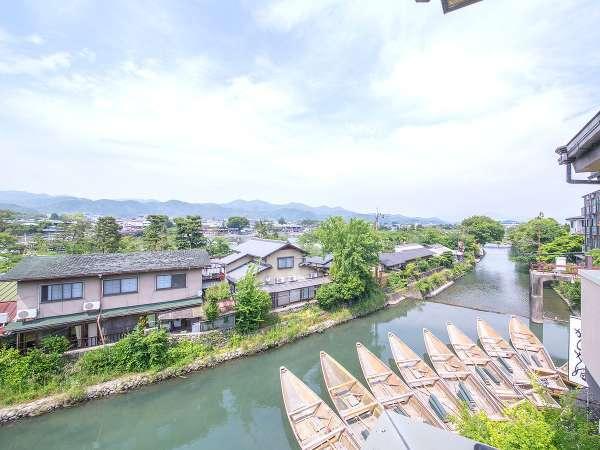 リバービューの客室から望む桂川。静かに川が流れる風景は、心を穏やかにしてくれます。