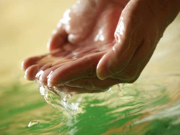 まずはお手に触れてみてください!全身を優しく包む温泉