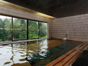 とろとろの高アルカリ泉(ph9.8)美肌の湯。全国でも珍しい泉質です。