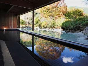 本館1階にある石風呂には待望の露天風呂を新設。